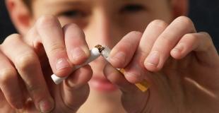 Comment supprimer les odeurs de tabac dans une voiture ?