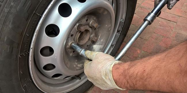 Changer une roue de voiture étape par étape !