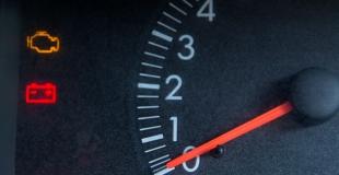 Voyant moteur allumé : causes possibles et bonne attitude à adopter